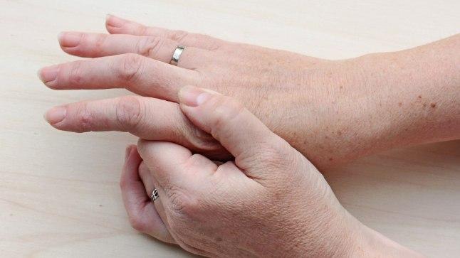 lulitab liigese ja valutab kuunarnuki liigese valus libiseda liite mida teha