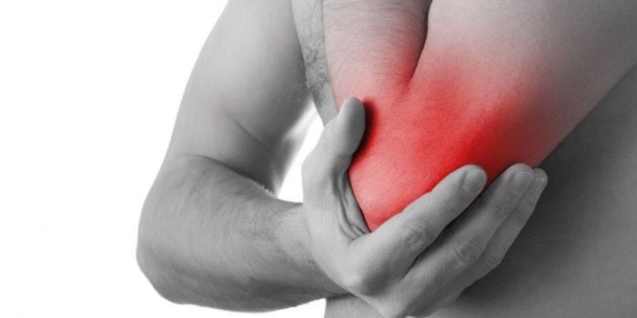 valu kuunarnuki uhises tootlemisel salvide tugev valu keskmise sorme liigesevalu